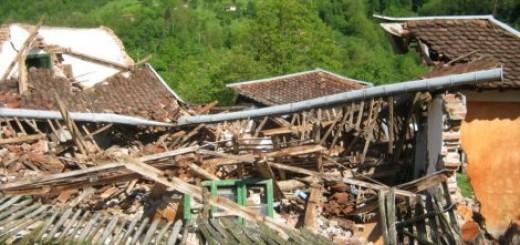 Klizište potpuno uništilo kuće u selu