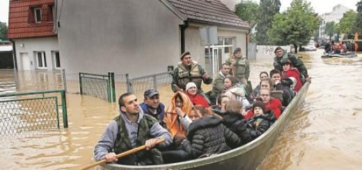 U mnogim mestima Srbije posle povlačenja vode ostala pustoš: Obrenovac