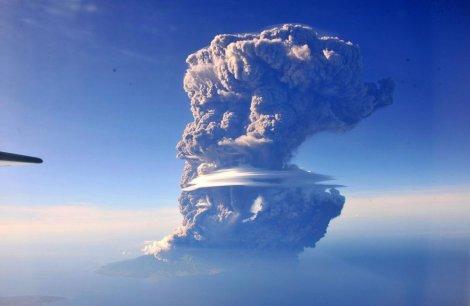 Erupcija indonežanskog vulkana Sangeang Api
