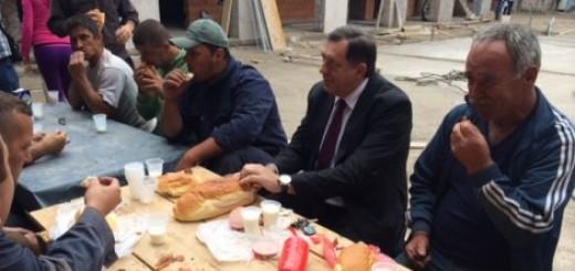 Predsednik RS sa graditeljima doručkovao hleb i parizer