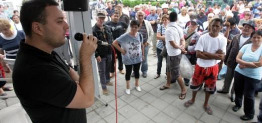 Čučković se obraća danas građanima koji su nezadovoljni raspodelom pomoći nakon poplava (Foto: Tanjug)